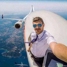 12 Selfies Taken In Extreme Environments (click pic to see)
