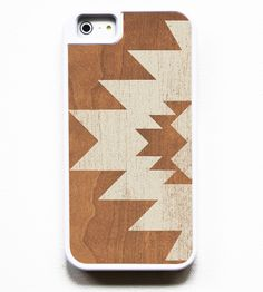 Geometric designs on a wood iPhone case. Awesome! -D