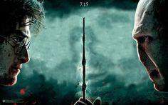 Een gevecht ontstaat tussen Harry en Voldemort, en dat is niet de eerste keer. Ze zoeken elkaar. Op hun laatste gevecht kaatst Harry de spreuk van Voldemort terug naar hem. Dat zorgde ervoor dat dit het allerlaatste gevecht was tussen Harry en JEWEETWELWIE