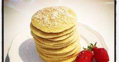 Pancakes noix de coco légers avec des produits bio cuisine saine healthy