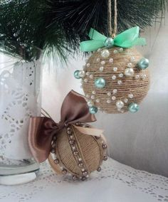 Holidays are coming Rustic Christmas Ornaments, Country Christmas Decorations, Burlap Christmas, Diy Christmas Ornaments, Christmas Tree Decorations, Christmas Tree Ornaments, Christmas Wreaths, Holiday Crafts, Homemade Christmas Crafts