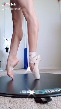Ballerina Feet, Ballet Feet, Ballet Moves, Ballet Dancers, Dancers Feet, Ballet Stretches, Ballerina Workout, Dancer Workout, Ballet Dance Videos