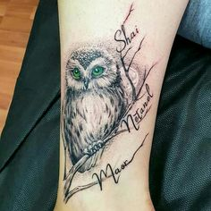 My Perfect Tattoo In love with my perfect owl It's true he's perfect😍😍😍… Mein perfektes Tattoo Verliebt in meine perfekte Eule Es ist wahr, dass er perfekt ist Cute Owl Tattoo, Owl Tattoo Small, Cute Tattoos, Black Tattoos, Body Art Tattoos, Small Tattoos, Tattoo Owl, Tattoos With Kids Names, Family Tattoos