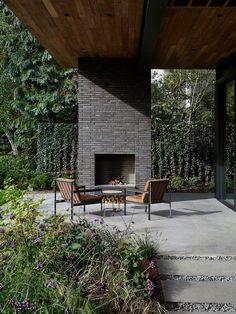 Modern villa in Amsterdam offers fabulous indoor-outdoor connectivity, Diy Abschnitt, Indoor Outdoor, Outdoor Rooms, Outdoor Living, Modern Outdoor Fireplace, Outdoor Fireplaces, Modern Exterior, Exterior Design, Interior Exterior, Modern Villa Design