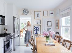 Did you guys fall as hard as I did for Rebecca Taylor's Shelter Island weekend home featured in In Style? Crisp white with gorgeous blues, highlights of pink, natural woods, it… Beach House Kitchens, Home Kitchens, Rebecca Taylor, Style At Home, Hub Home, Shelter Island, Inspiration Wall, Kitchen Inspiration, Celebrity Houses