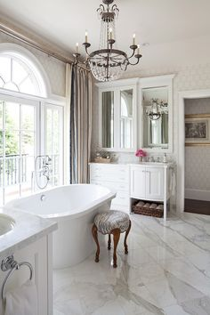 Traditional Bathroom Photos and ideas. Wm Ohs Showrooms Source by m_steelthomas_ Luxury Interior Design, Interior And Exterior, Interior Decorating, Bathroom Layout, Bathroom Photos, Bathroom Ideas, Bathroom Vanities, Bathroom Interior, Sinks
