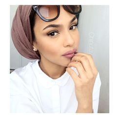 #motd Feels like a  Soft makeup and comfy turban day  Hijab in Jersey Mocha  For discount use code:CHINUTAY10  @voilechic  Lip: lipliner-Nice and Spicy by Mac with Matte Me lipstick in birthdaysuit by sleek Have a blessed day inshaAllah