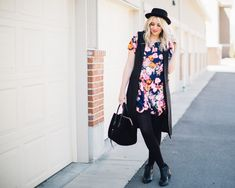 Another way to wear floral for spring! Scalloped floral dress and black details from www.theredclosetdiary.com || Instagram: jalynnschroeder