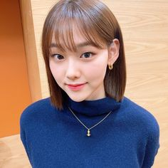 Gugudan's Kang Mina recently gained overwhelming attention with her confession that she lost nearly 30 pounds by only drinking sparkling water. Jellyfish Entertainment, Korean Actresses, Celebs, Celebrities, New Girl, K Idols, Korean Girl Groups, Kpop Girls, Role Models