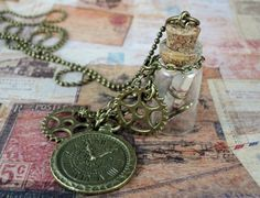 Steampunk Glasflasche  Kette Time Travel