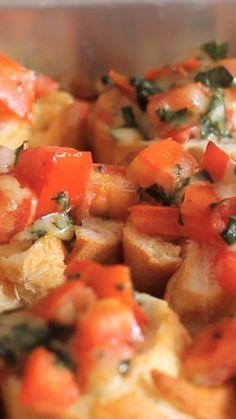 Tomato And Basil Bruschettas ~ Recipe Veggie Recipes, Appetizer Recipes, Vegetarian Recipes, Cooking Recipes, Healthy Recipes, Cooking Eggs, Cooking Steak, Bruschetta, Marinated Tomatoes