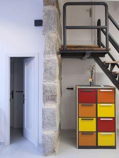 Coworking Magma Espacio / equipoeme estudio #Magma #Espacio #coworking #Ourense #equipoeme #oficina #diseño #escalera #archivador Co Working, Bookcase, Loft, Shelves, Bed, Furniture, Home Decor, Stairway, Interior Design Studio