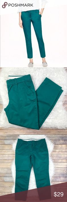 """J. Crew Cafe Capri Pant in Peacock Excellent condition J. Crew Cafe Capri Pant in Peacock. Size 6. 98% crisp cotton with a 2% spandex hint of stretch. Sits just above hips, fitted through the hip and thigh with a cropped straight leg. Waistband 33"""", Rise 9"""", inseam 26.5"""". No trades, offers welcome. J. Crew Pants Ankle & Cropped"""