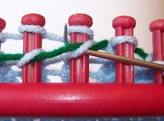Loom Knitting: Using a Lifeline