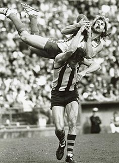 Sydney Swan Warwick Capper takes a characteristic hanger, over Hawthorn's Chris Langford, in 1987. Real World Games, Australian Football, Fantasy Football, Sports Stars, Football Players, Cricket, Melbourne, Sydney, White Boots