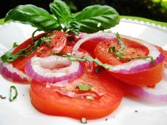 Ww Tomato Salad With Red Onion and Basil 2-Points