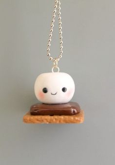 S'mores Marshmallow charms, polymer clay, cute marshmallow, kawaii… its bonfire season make a little friend to charm the ghosts to stay and play Polymer Clay Ornaments, Polymer Clay Miniatures, Polymer Clay Charms, Polymer Clay Art, Polymer Clay Jewelry, Polymer Clay Figures, Polymer Clay Kawaii, Fimo Clay, Polymer Clay Projects