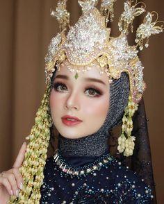 Kebaya Wedding, Muslimah Wedding Dress, Muslim Wedding Dresses, Wedding Bride, Korean Wedding Makeup, Wedding Hijab Styles, Korean Wedding Photography, Indonesian Wedding, Simple Wedding Decorations