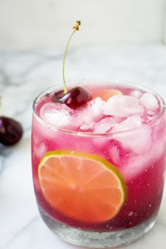 Fresh Cherry Amaretto Margaritas – Foods and Drinks Bar Drinks, Cocktail Drinks, Cocktail Recipes, Beverages, Cool Drinks, Cherry Cocktails, Margarita Cocktail, Drinks Alcohol Recipes, Non Alcoholic Drinks