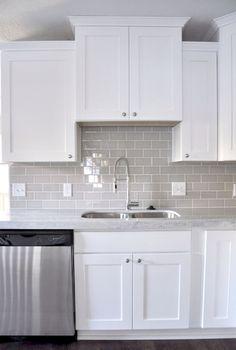 Adorable 60 Best White Kitchen Cabinet Ideas https://bellezaroom.com/2017/10/23/60-best-white-kitchen-cabinet-ideas/