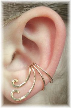 Ear Cuff - this shouldn't be too difficult to make out of a single piece of good wire.