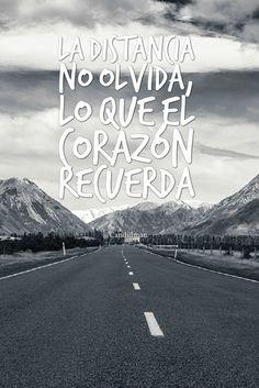 """""""La distancia no olvida, lo que el corazón recuerda"""". #Candidman #Frases #Amor"""