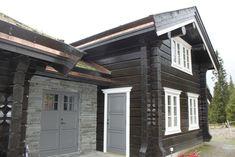 Et lite utvalg av våre 500 bygde hytter Garage Doors, Multi Story Building, Architecture, Outdoor Decor, Home Decor, Ideas, Arquitetura, Decoration Home, Room Decor
