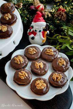 Ișlere cu nucă și gem, glazurate cu ciocolată | Bucate Aromate Biscuit, Pudding, Gem, Desserts, Food, Mariana, Sweet Treats, Pie, Cookie Favors