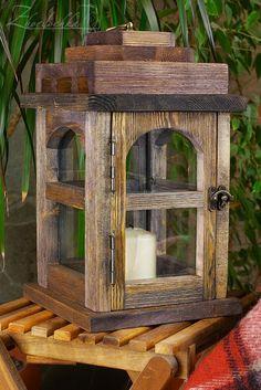 На жёрдочке: Лампы деревянные и птичка на жердочке / Wooden lanterns and a birdie pendant