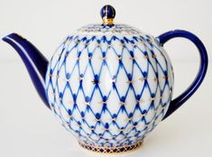 "Currently at the auctions: Anna Yatskevich - Lomonosov Imperial Porcelain Factory - Tea pot Tulip ""Coba."