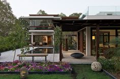 Elegant Contemporary Home with Courtyard - Ahmedabad, Gujarat, India