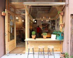 BAR BUT BARCELONA (  ) Le menu tourne autour de produits de saison et du marché, le restaurant est ouvert toute la journée pour petit-déjeuner, déjeuner, collation ou un dîner ou pour y travailler. Carrer Bonavista 8. Metro: DIAGONAL. http://www.barbut.es