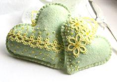 Herz grün gelb Tatting Lace Lavendel fühlte Beutel von KnotTherapy