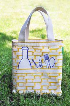 I love our picnic tote. Did you know this bag is individually printed on four separate panels and then stitched together? And it has a wine bottle holder as well as a cutlery holder inside? A real piece of usable artwork!