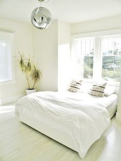 White minimal bedroom (zero waste, too!)