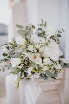 bridal bouquet, white sage green, olive wedding Vienna, Austria photo: Patrick Langwallner Olive Wedding, White Flower Arrangements, Vienna Austria, Bridal Bouquets, Planer, White Flowers, Sage, Amanda, Table Decorations
