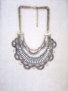 ♥ Super cute statement necklace that is perfect for just about any look, whether you want to dress up your white tee and jeans, or youre looking