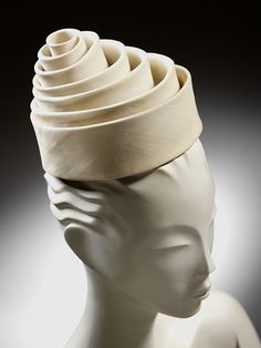 I admire Balenciaga hats. Look at this 1962 design from the Victoria and Albert Museum collection... it's pure perfection!