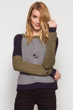Long sleeve color block sweater. Material: 60% Cotton, 40% Acrylic