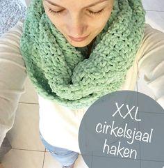 Ik haakte een XXL cirkelsjaal in de meest zachte wol die ik vond bij de Zeeman