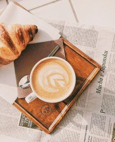 latte art | cafe newspaper My Coffee, Coffee Drinks, Morning Coffee, Coffee Cups, Coffee And Books, Coffee Is Life, Coffee Latte, Coffee Time, Coffee Shop