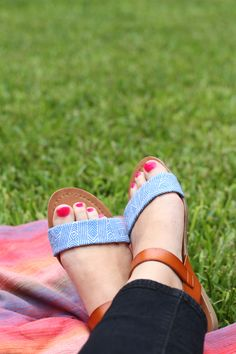 DIY // fabric sandal makeover project on paper & stitch