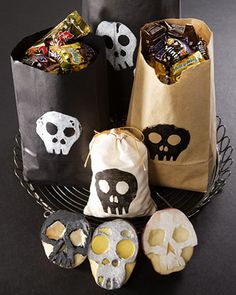 Coolest_ Homemade_ Halloween_ Crafts_ for_ Kids__30