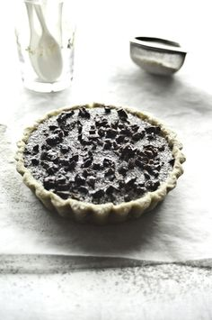 Mini Bitter Chocolate Mousse Tart with Cacao Nibs (Raw)