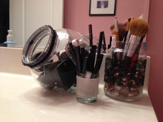 Top 10 DIY Makeup Storage Ideas - these are FANTASTIC! LOVE the magnetic make-up board idea! This DIY project just moved to the top of my list! http://makeupit.com/m0KZF | Finding Contouring Difficult? Look No Further!
