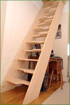 escalier droit à limon latéral (pour petit espace) GUILSFIELD Pear Stairs
