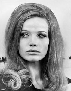 I want ridiculous '60s hair. And I want it now.