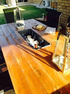 DIY Pallet Outdoor Table with Ice Box | 99 Pallets