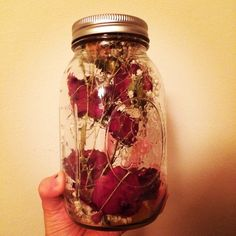 Keep your dried flowers in a mason jar and you'll have them forever ❤️ #lovejar#masonjar #craft #keepsake #flowers #roses #pink #DIY