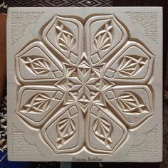 ▫️I love to play with multi-level carving and chip carving patterns, and to unite them in one pattern - I think they shade one another ▪️ . Wood Carving Patterns, Carving Designs, Woodworking Techniques, Woodworking Shop, Whittling Wood, Chip Carving, Art Carved, Celtic Designs, Wood Engraving